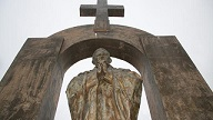 Le tribunal administratif de Rennes a donné raison à la Libre pensée qui demandait le retrait de la statue de Jean-Paul II du domaine public de Ploërmel.